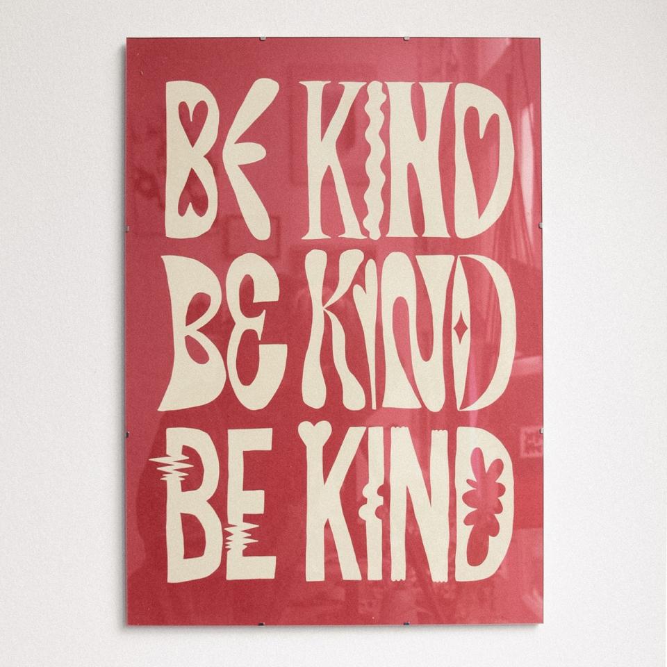 Be Kind - Red Glitterstudio Uit Het Gareel